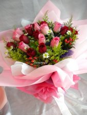 AHR1452 - Red & pink roses
