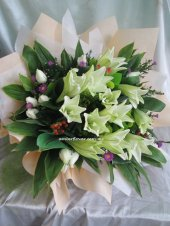 AHM497 (Mixed lilies & roses)