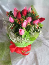 AHR1364 (Mixed red & pink roses)